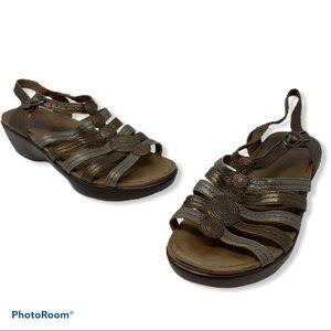 Dansko Metallic Spring Summer Sandals Size 39 GUC